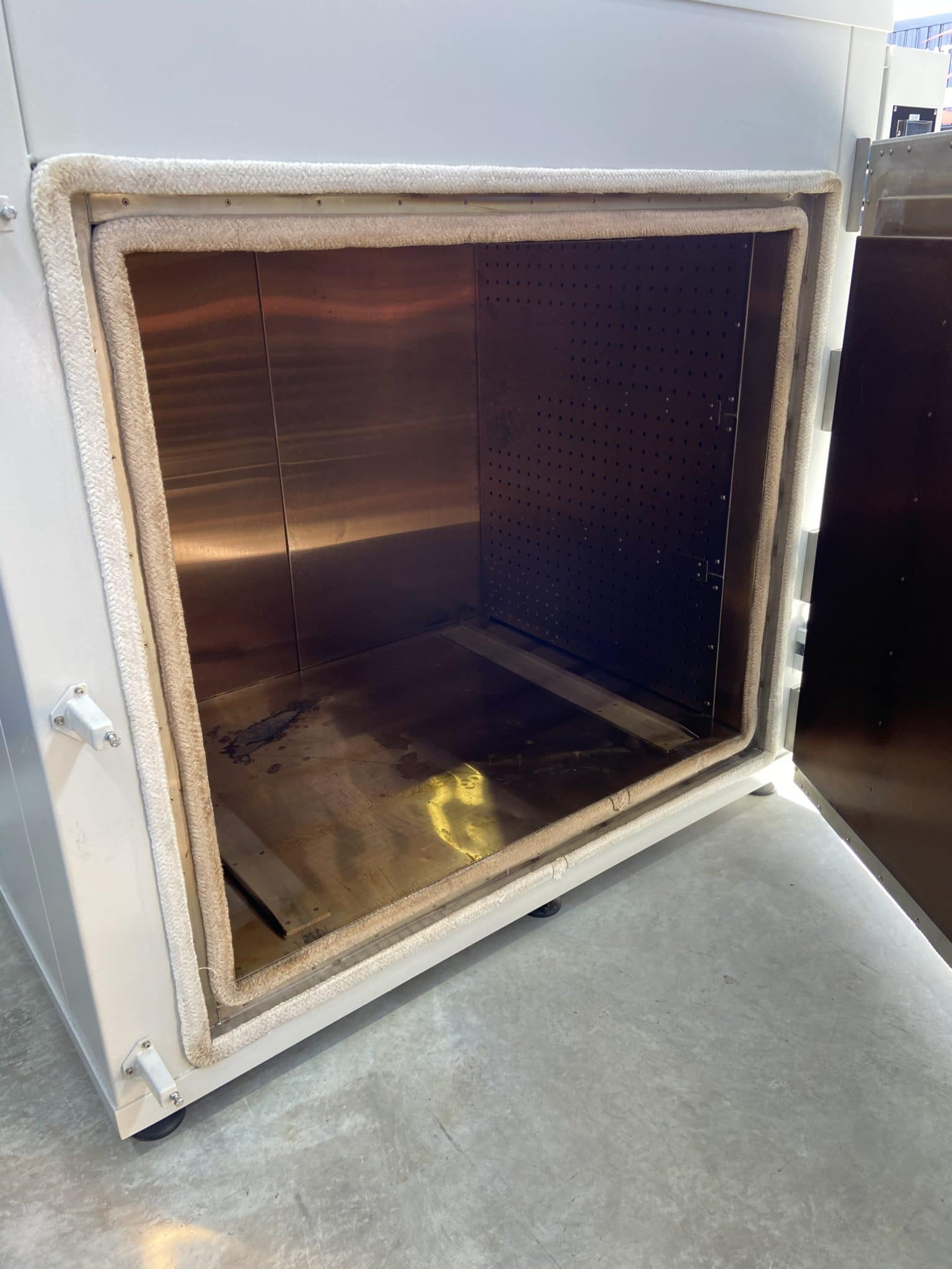 HSI HB 1700 Tempering Furnace Interior